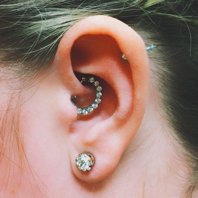 Almost Famous Piercing Moa: Ear Piercings As Acupuncture Therapy